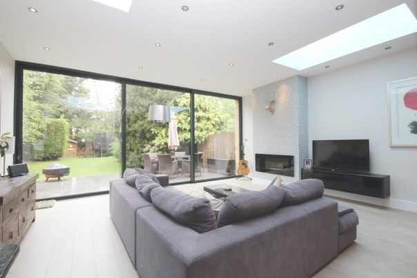 Hampton Court Way, Thames Ditton, KT7